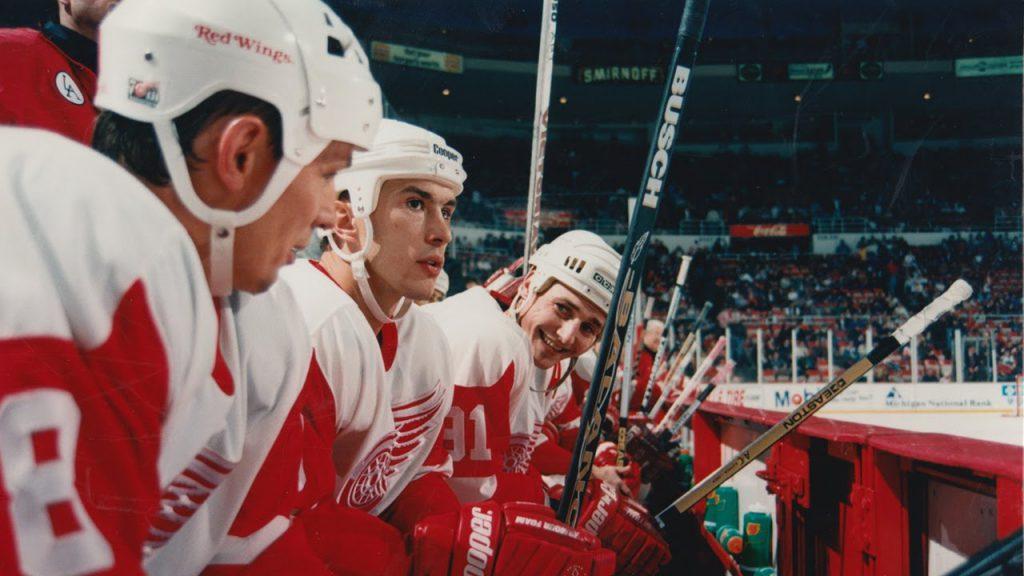 Grafika przedstawia kadr z filmu o hokeju pt. Rosyjska Piątka.